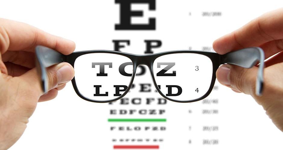 e237c9364 A miopia é uma das dificuldades de visão mais comuns existentes hoje. Ela  afeta cerca de 1 a cada 4 adultos. Segundo uma pesquisa feita pelo El País,  ...
