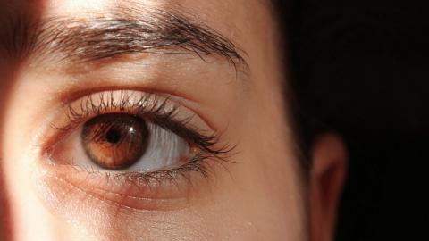 Dor nos Olhos: possíveis causas e quando buscar auxílio médico