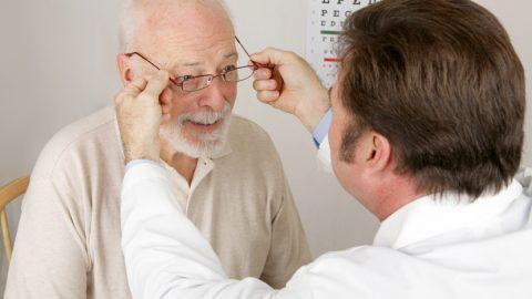 Degeneração macular relacionada a idade: entenda o assunto