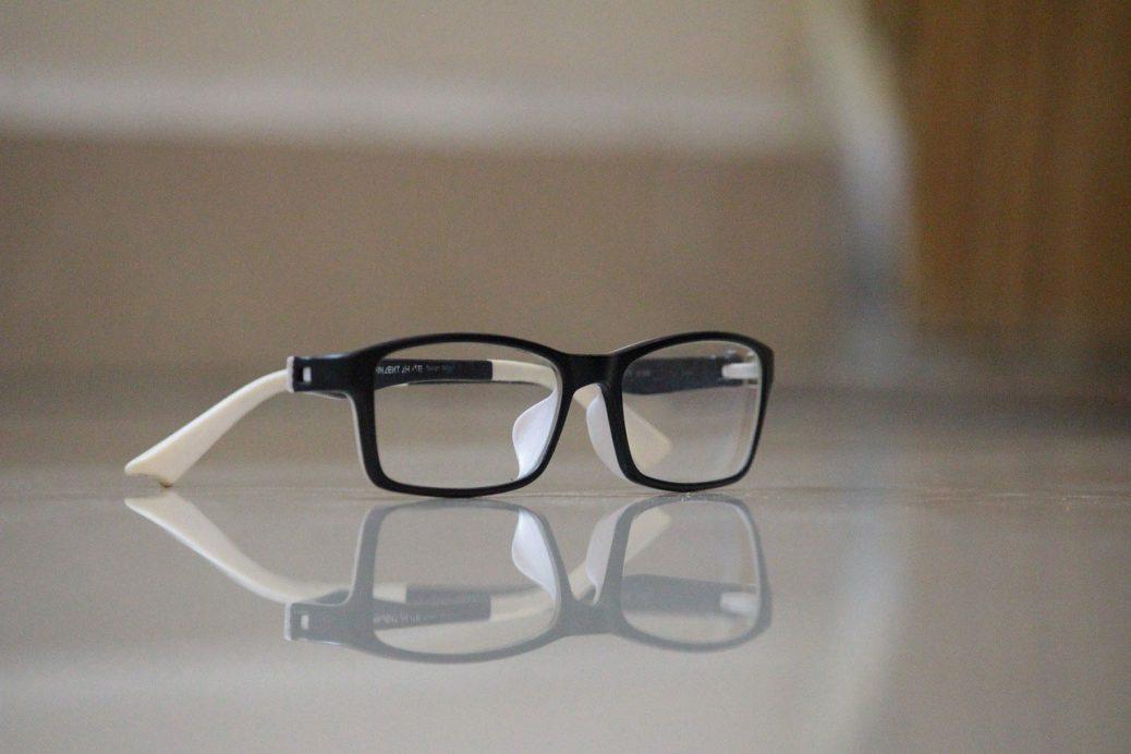02c493bd6 Ou sentiu que seu óculos atual precisa ser trocado. O primeiro pensamento  que surge é qual o ...