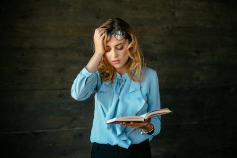 Existe alguma relação entre a enxaqueca e problemas de vista?