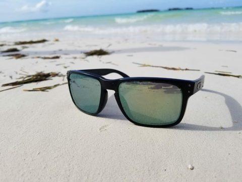 Óculos escuros: saiba por que eles são indispensáveis para sua saúde ocular