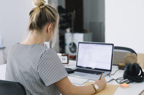 7 cuidados com a vista para quem trabalha o dia inteiro no computador