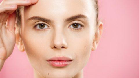 Como retirar lente de contato?