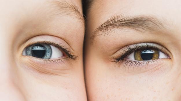 olhos de duas crianças