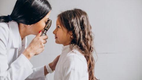 8 sinais de problema de visão em crianças